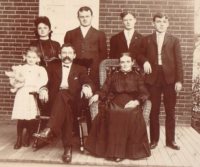 Levi O. Hacker family, ca 1910